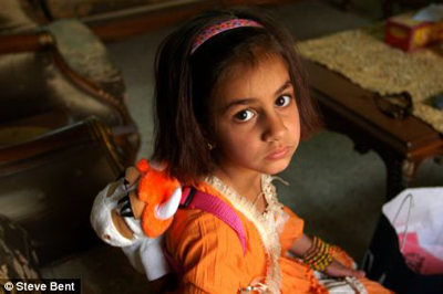 Steve Bent Photograph of little Iraqi girl